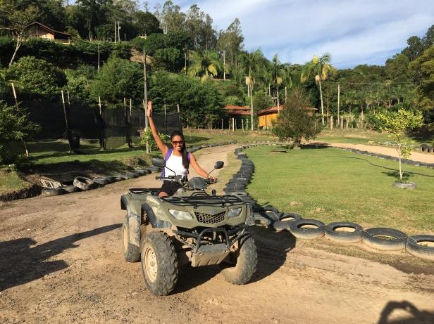 macaquinhos turismo serra negra 2